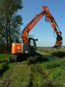 Cleaning along Sedgemoor Drove Rhyne, Chedzoy